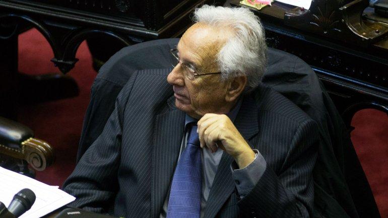 Héctor Recalde en su banca de diputados
