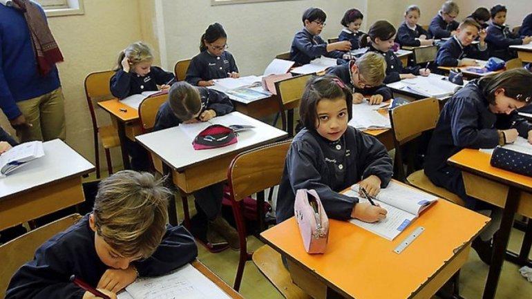 Desde 2016, será obligatorio un dictado al día en las escuelas primarias de Francia