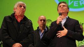 Mauricio Macri y Hugo Moyano, secundados por Horacio Rodríguez Larreta