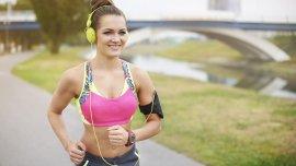 Con el running, los especialistas destacan que regenera el músculo y fortalece los huesos.