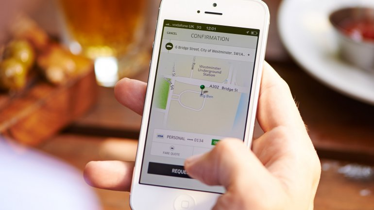 El pasajero debe registrarse con una tarjeta de crédito, dado que Uber no admite el uso de efectivo