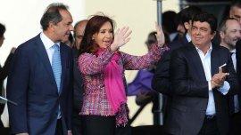 Cristina Kirchner junto a Daniel Scioli y Fernando Espinoza