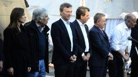 Mauricio Macri, María Eugenia Vidal, Hugo Moyano y Eduardo Duhalde en el monumento a Juan Domingo Perón inaugurado ayer
