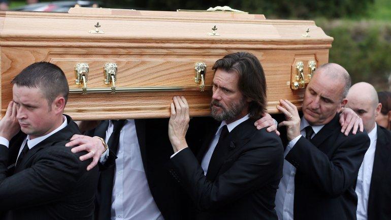 Jim Carrey  conmovido en el último adiós a su novia
