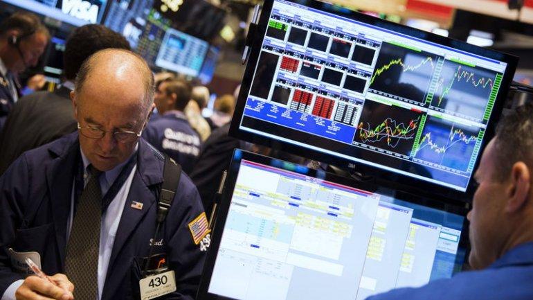 Los grandes jugadores de Wall Street desembarcaron para ofrecer al país financiamiento en dólares. Hay desconfianza en que solo intenten buscar un negocio