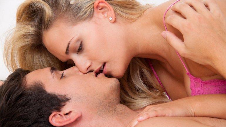 Entra y te explico porque nos besamos