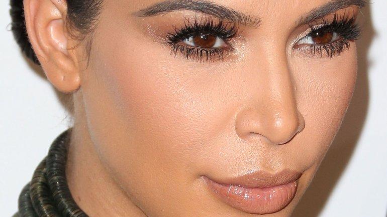 Kim Kardashian continúa marcando tendencia en materia de maquillaje