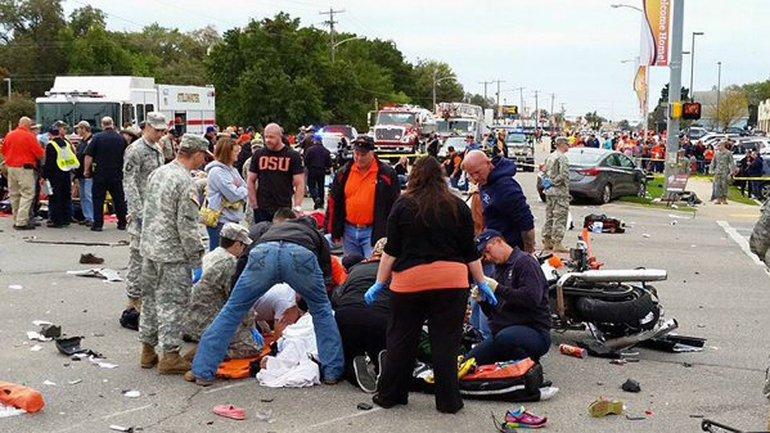 Tres personas murieron y 22 resultaron heridas en el fatal accidente en Oklahoma