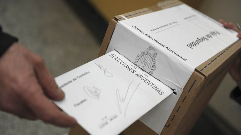 La reforma electoral contempla cambiar el sistema de votación para 2017