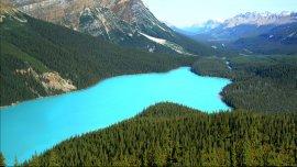 A 1.880 metros sobre el nivel del mar, el lago tiene 2,8 kilómetros de largo y 800 metros de ancho