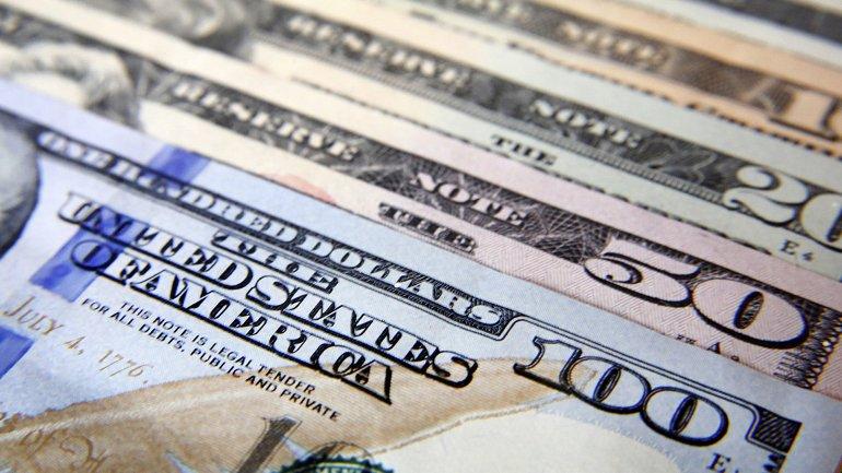 El dólar en el circuito oficial vuelve a superar la barrera de los 15 pesos.