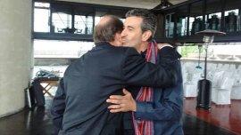 En un gesto poco habitual en los últimos años, Florencio Randazzo se abrazó con Ernesto Sanz, referente del radicalismo en el frente Cambiemos.