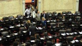 La oposición se retiró del recinto tras denunciar que se incumplió con el reglamento