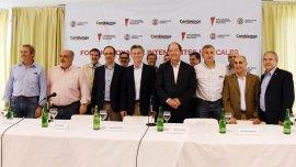 Mauricio Macri con dirigentes de la UCR