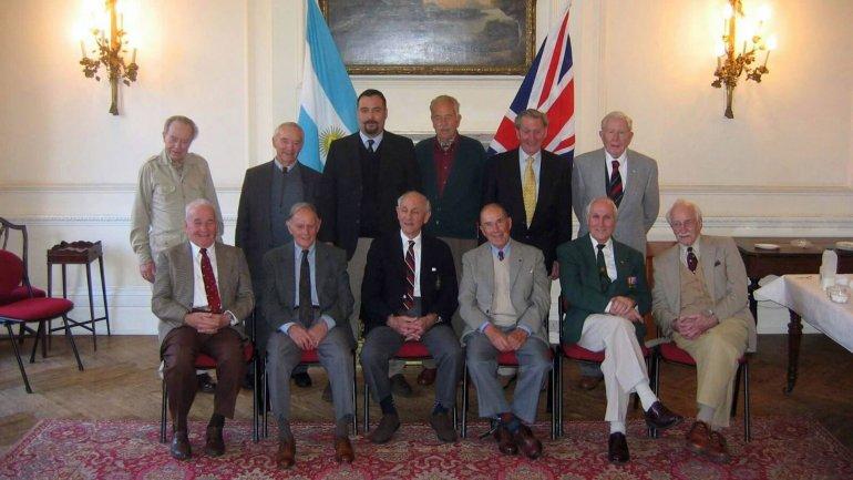 Los doce sobrevivientes, junto aClaudio Meunier.