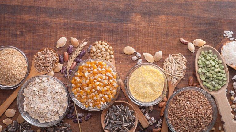 Las proteínas de los granos enteros contienen mucha fibra y poca grasa
