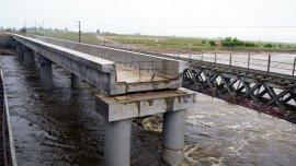 Puente ferroviario sobre el Río Salado.