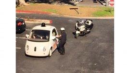 El auto sin conductor de Google, detenido por ir lento