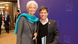 Axel Kicillof, sonriente junto a Christine Lagarde