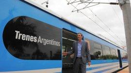 Florencio Randazzo con uno de los nuevos trenes