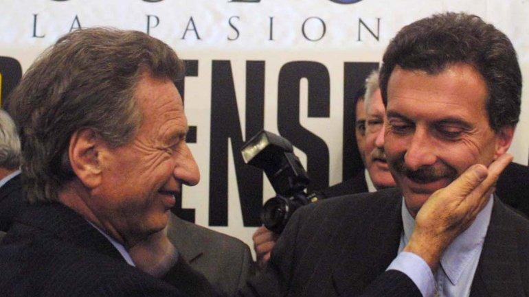Mauricio Macri, en su momento Presidente de Boca, junto a su padre Franco en la inauguración del Museo de Boca, 2001<br><br>