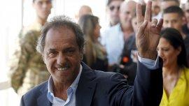 Daniel Scioli acudió a votar esta mañana en el partido de Tigre.