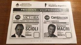 Así es la boleta que emplean los argentinos que votan en el exterior