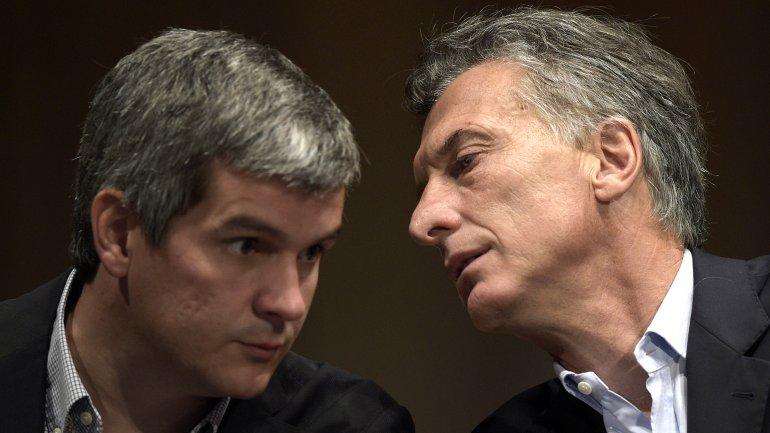 Mauricio Macri habla con Marcos Peña, uno de los cerebros de su futura gestión nacional