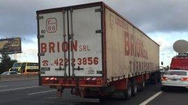 Al menos nueve delincuentes abordaron el camión