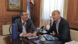 Mate. Florencio Randazzo y Guillermo Dietrich avanzaron con la transición entre sonrisas y elogios
