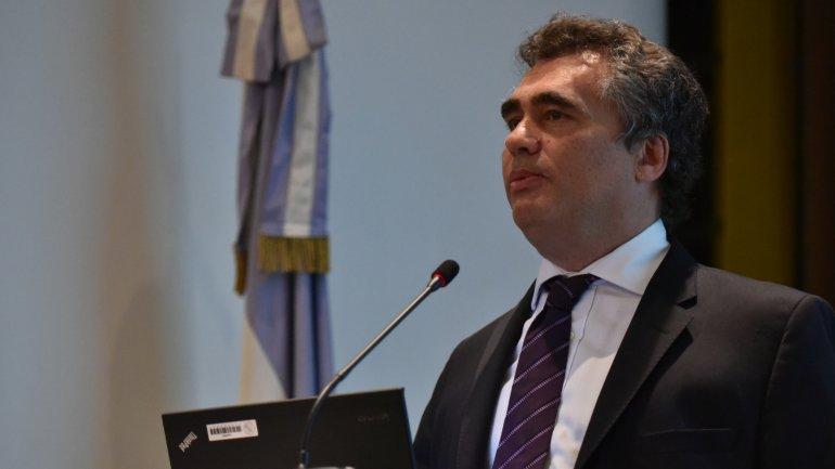 Alejandro Vanoli se defiende criticando la política cambiaria del nuevo Gobierno