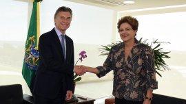 El presidente Mauricio Macri en su primera visita como mandatario con su par Dilma Rousseff.