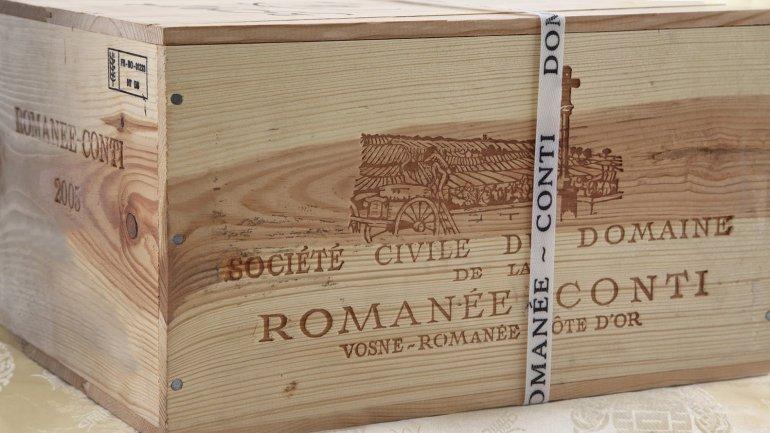 Una caja del codiciado vinoDomaine de la Romanée-Conti