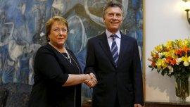 Postal del encuentro entre los presidentes Mauricio Macri y Michelle Bachelet.