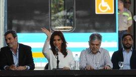 Cristina Kirchner en el acto de hoy, junto a los ministros Florencio Randazzo y Julio de Vido.