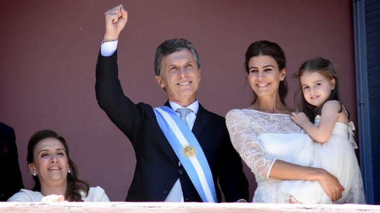 Mauricio Macri, junto a su familia y Gabriela Michetti el día de la asunción.