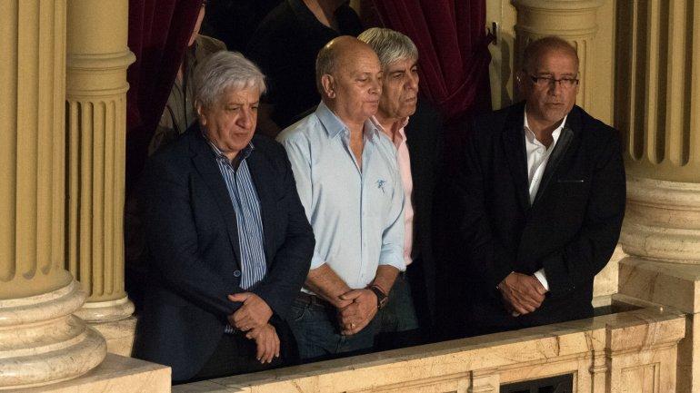 Hugo Moyano estuvo en el Congreso para la jura de Macri