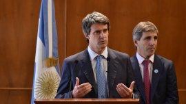 La dupla Alfonso Prat-Gay y Luis Caputo avanza en las tratativas por la deuda en default.