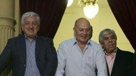Julio Piumato, Gerónimo Venegas y Hugo Moyano durante la asunción de Mauricio Macri