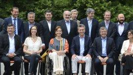 A días de asumir, los gobernadores oficialistas y opositores solicitaron ayuda financiera al presidente Macri.
