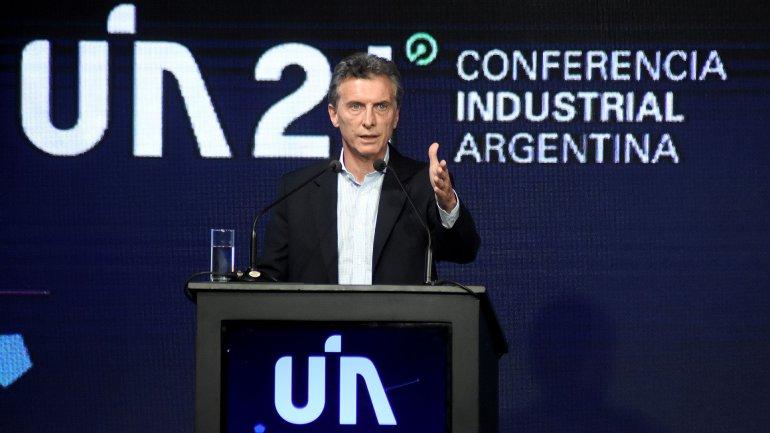 Mauricio Macri anunció la eliminación de retenciones a la exportación industrial