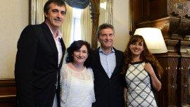 Mauricio Macri junto a Esteban Bullrich y las maestras que competirán por el premio