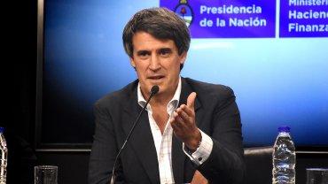 Alfonso Prat-Gay dijo que el Gobierno está tranquilo tras la primera jornada sin cepo cambiario.