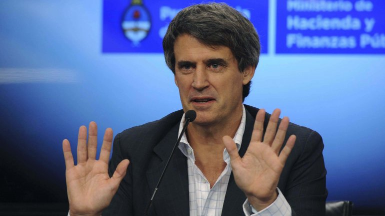 El ministro<b> </b>Alfonso Prat Gay anunció que el Gobierno decidió poner fin al cepo cambiario que había impuesto el kirchnerismo en 2011.
