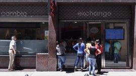 Las pérdidas de cambio del BCRA por las ventas a futuro a previo vil en la era de Alejandro Vanoli alimenta la demanda dólares