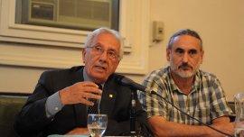 Héctor Recalde durante la conferencia de prensa