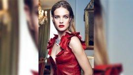 El hit para esta Navidad: labios rojos y wet look como figuró en la última portada de Vogue