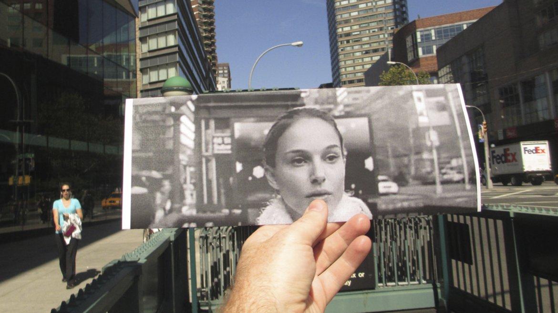 Natalie Portman saliendo del metro en El cisne negro