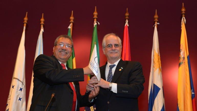 Jorge Taiana y el venezolano Saúl Ortega en el traspaso de mando