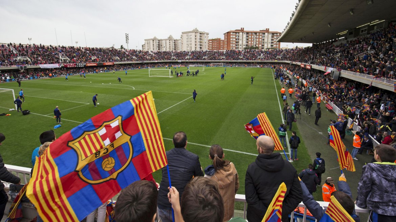 Los jugadores del FC Barcelona, en el Miniestadi, durante el tradicional entrenamiento de puertas abiertas que el Barcelona acostumbra a celebrar en la víspera de la noche de Reyes